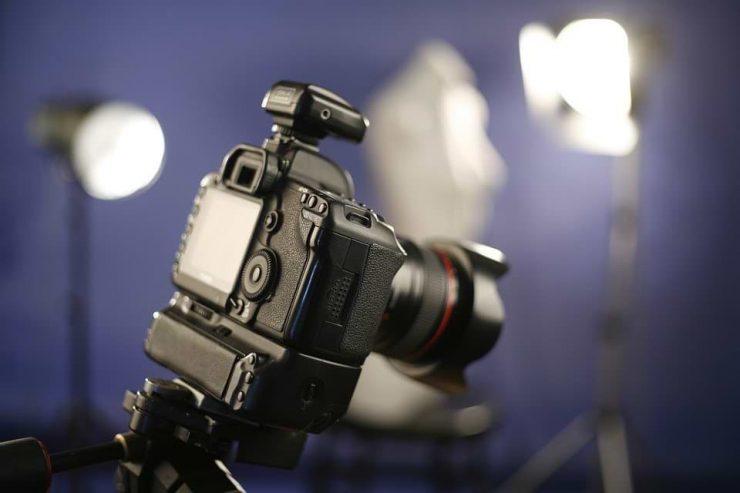 משדר לתאורה על מצלמה
